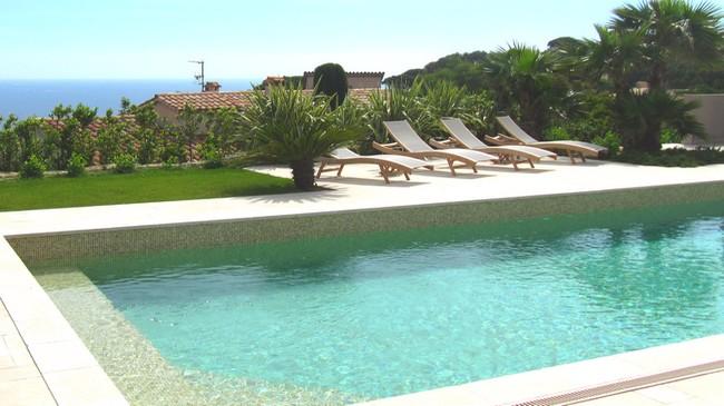 terrasse piscine manoha services golfe de saint-tropez
